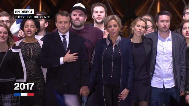 La Marseillaise entamé par la famille Macron et ses soutiens