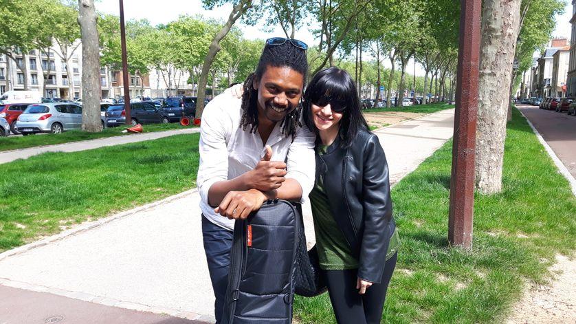 Kicca et son guitariste Hervé Samb venus donner un concert à la maison d'arrêt pour femmes de Versailles