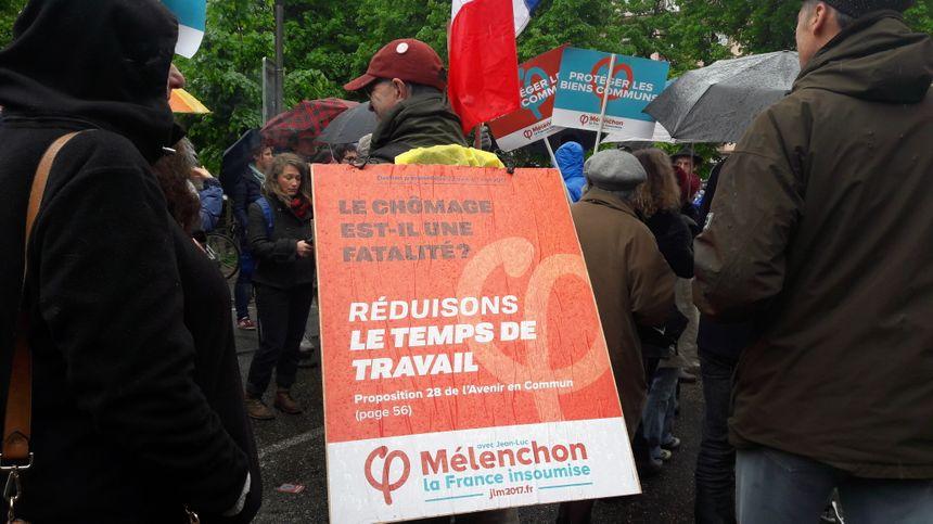 Militants de La France insoumise, le 1er mai 2017 à Strasbourg