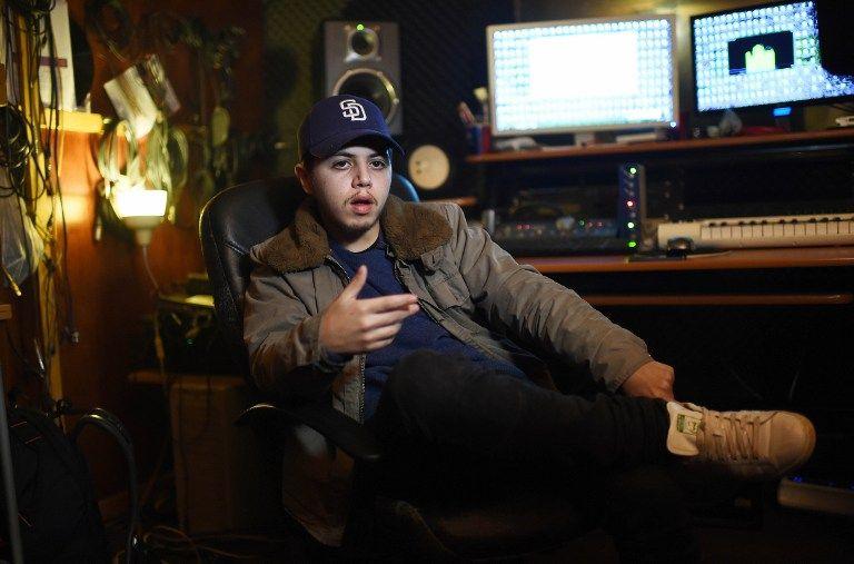 Le chanteur Hamza en janvier 2016 dans son studio de Bruxelles. A 23 ans, il est un des plus jeunes de cette scène hip-hop belge, dans un style perçu comme proche du rap d'Atlanta