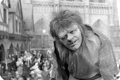 """Anthony Hopkins dans le rôle de Quasimodo, dans """"Le bossu de Notre-Dame"""" - 1982"""
