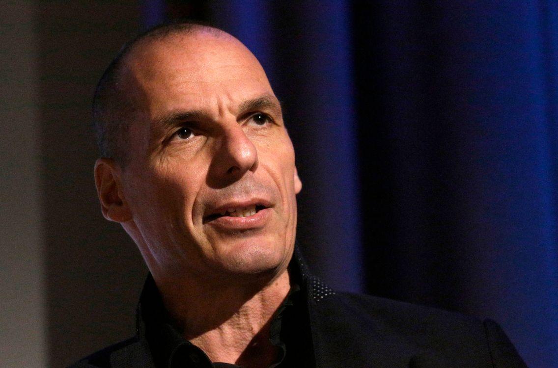 """Yanis Varoufakis : """"Mettre au même niveau Emmanuel Macron et Marine Le Pen  est impardonnable"""""""