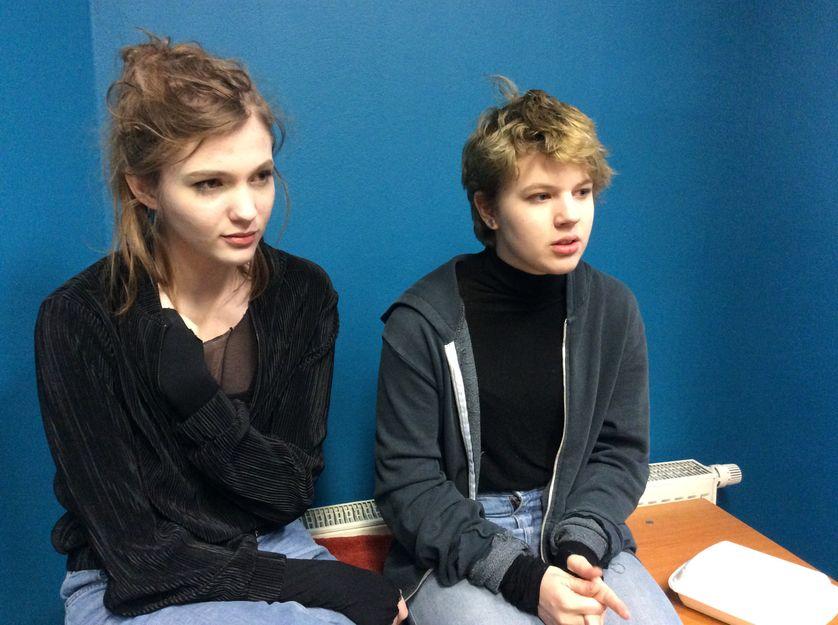 Deux élèves du lycée autogéré de Varsovie