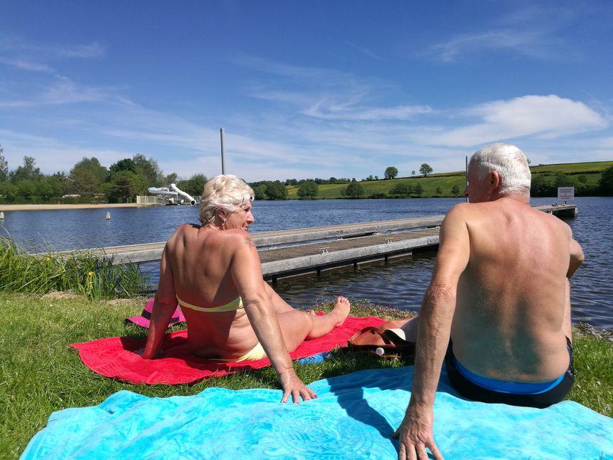 Des habitués de l'étang Fouché venus prendre un bain de soleil