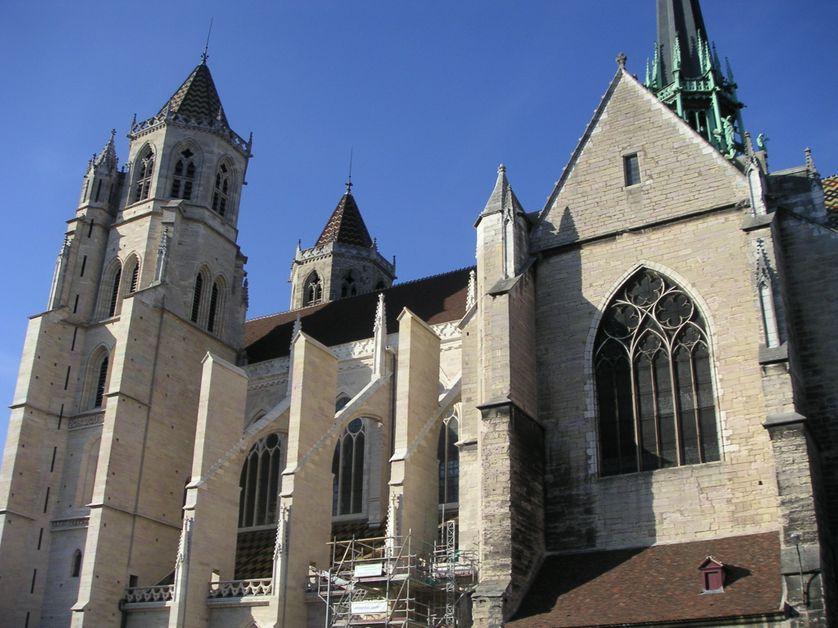la cathédrale saint-bénigne à Dijon