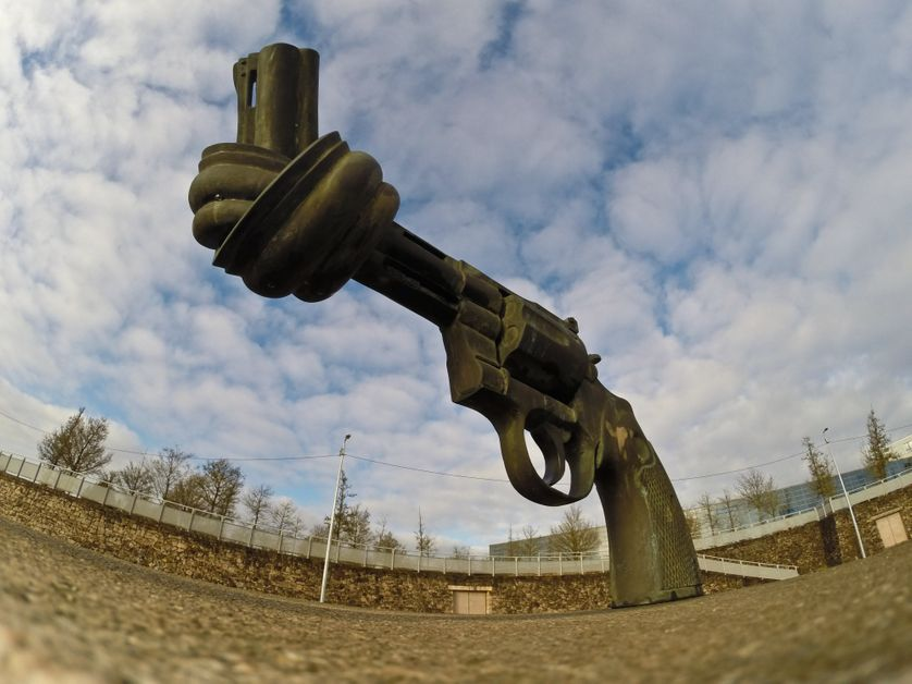 Sculpture non violence Luxembourg