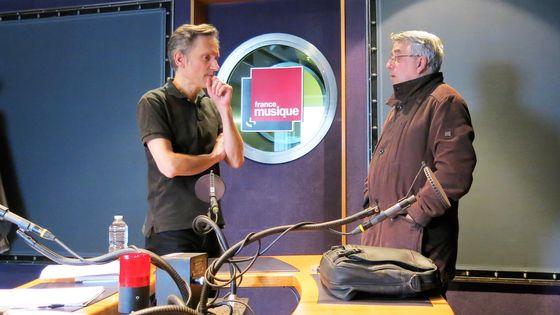 """France Musique, studio 142... Philippe Venturini accueille Jacques Bonnaure, auteur de """"Gabriel Fauré"""" (de g. à d.)"""