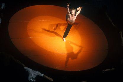 Jorge Donn danse le Bolero de Ravel dans une choréographie signée Maurice Béjartà Rome en 1980