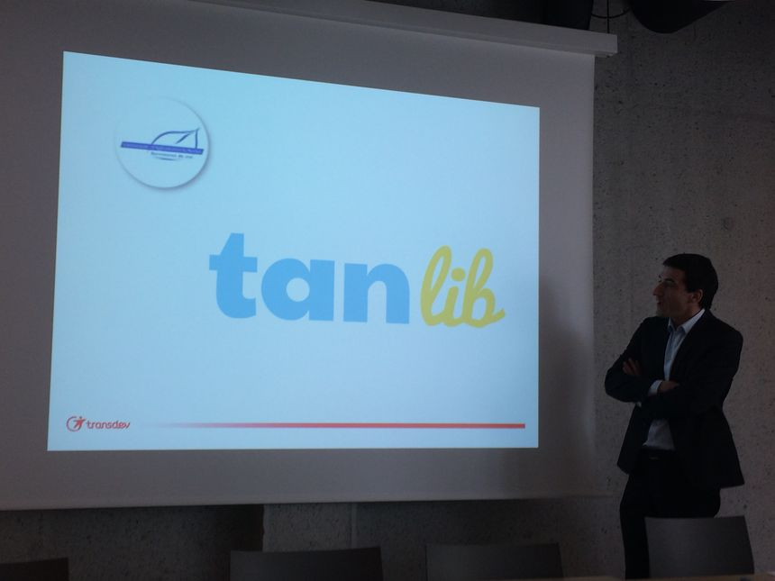 Jérôme Baloge, le président de la CAN, présentant le nouveau nom et la nouvelle identité visuelle pour les transports en commun niortais.