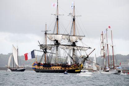 L'Hermione, réplique de la frégate du Général La Fayette, dans la rade de Brest - juin 2016