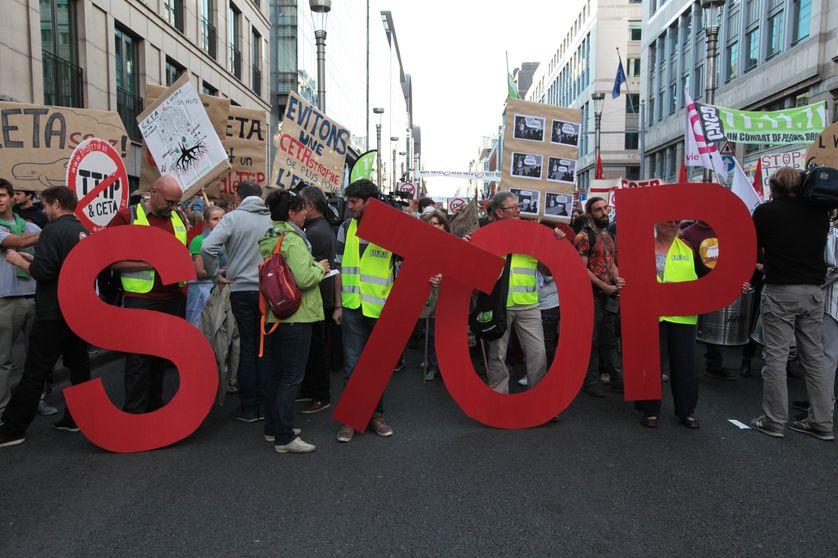 Manifestation contre le TTIP et le CETA . Comment l'UE doit-elle réguler ses échanges commerciaux ?