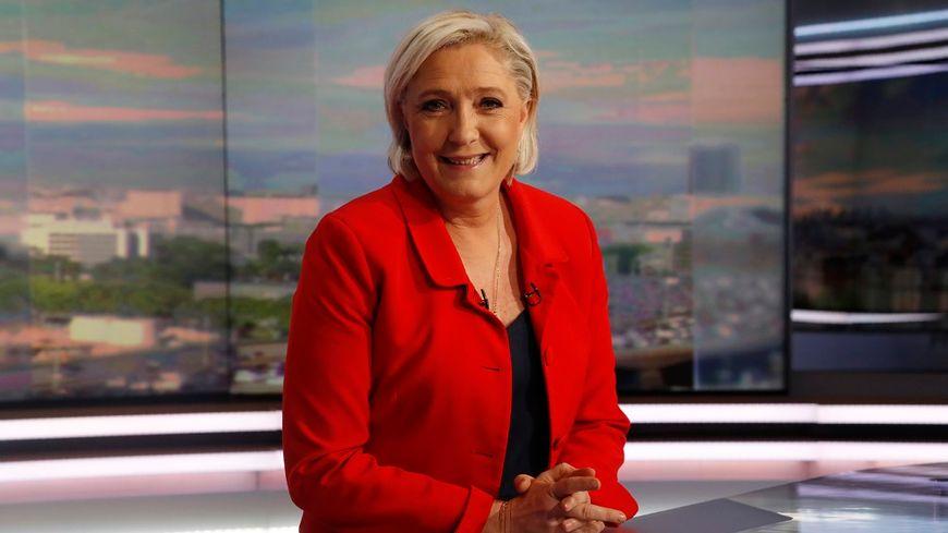 Marine Le Pen sur le plateau du 20 heures de TF1, le jeudi 18 mai.