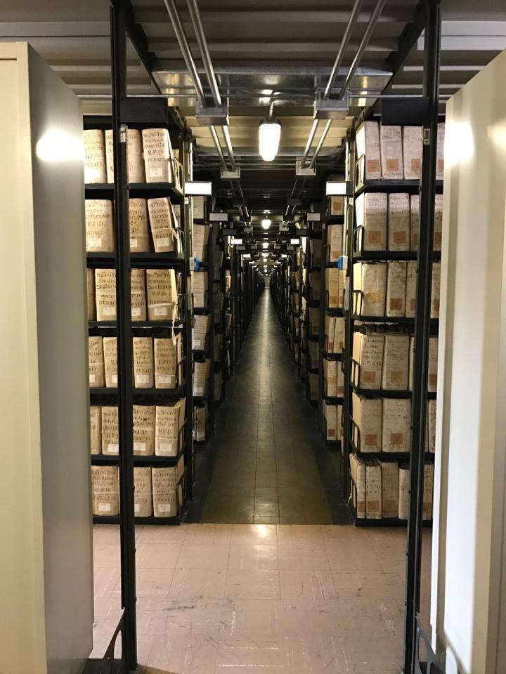Une salle des archives secrètes du Vatican