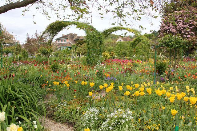 Dans le jardin de Claude Monet dans sa maison de Giverny