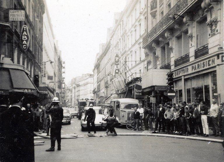 Incendie dans la rue Simon Lefranc, intervention des sapeurs pompiers de Paris, juillet 1967