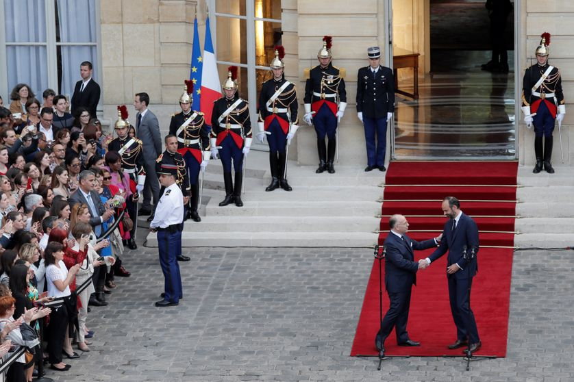 Bernard Cazeneuve et Edouard Philippe, à Matignon, le 15 mai 2017