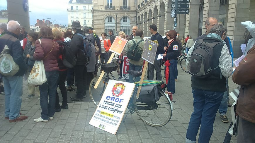 compteurs linky les opposants manifestent rennes. Black Bedroom Furniture Sets. Home Design Ideas