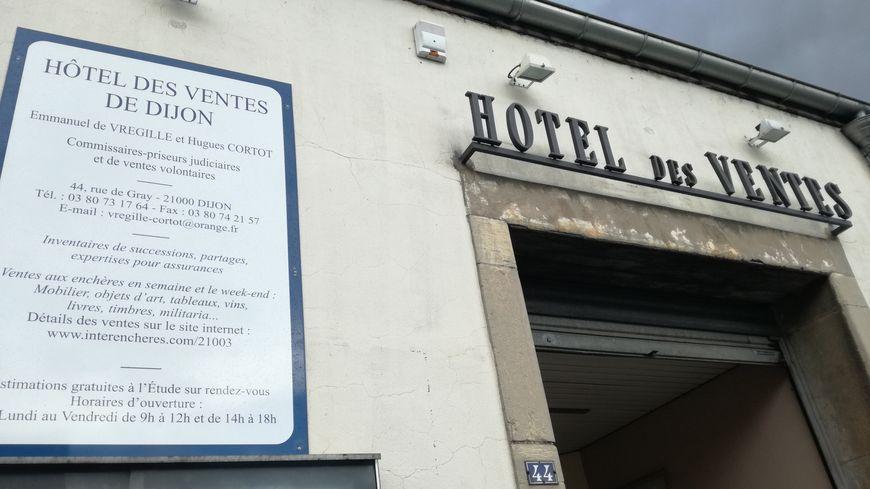 L'Hôtel des ventes rue de Gray à Dijon vous attend ce samedi après-midi pour une vente de vins aux enchères