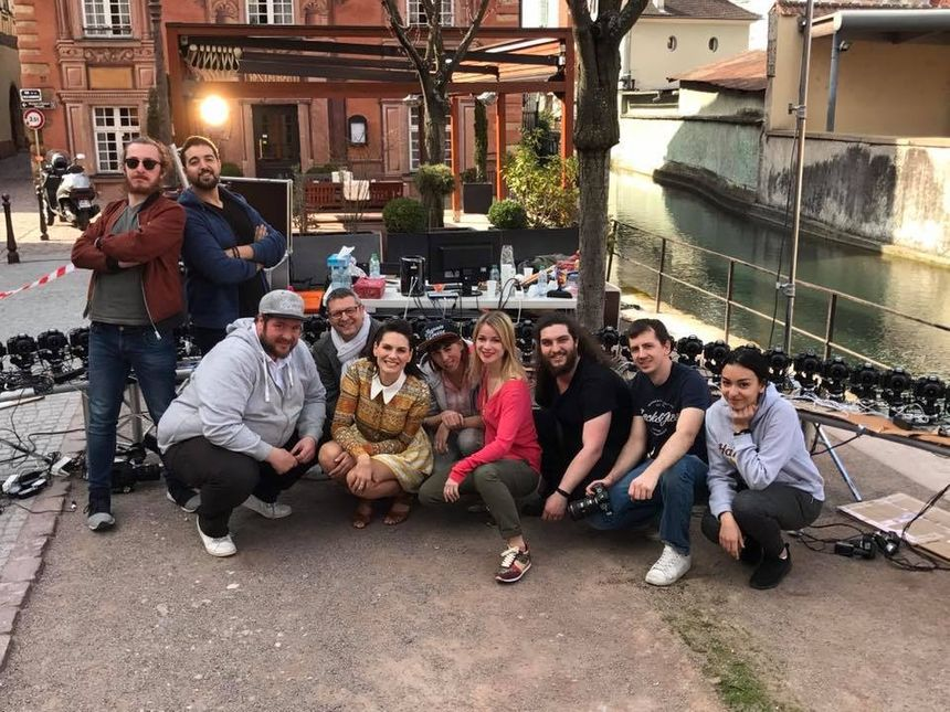 Photo avec les équipes de tournage