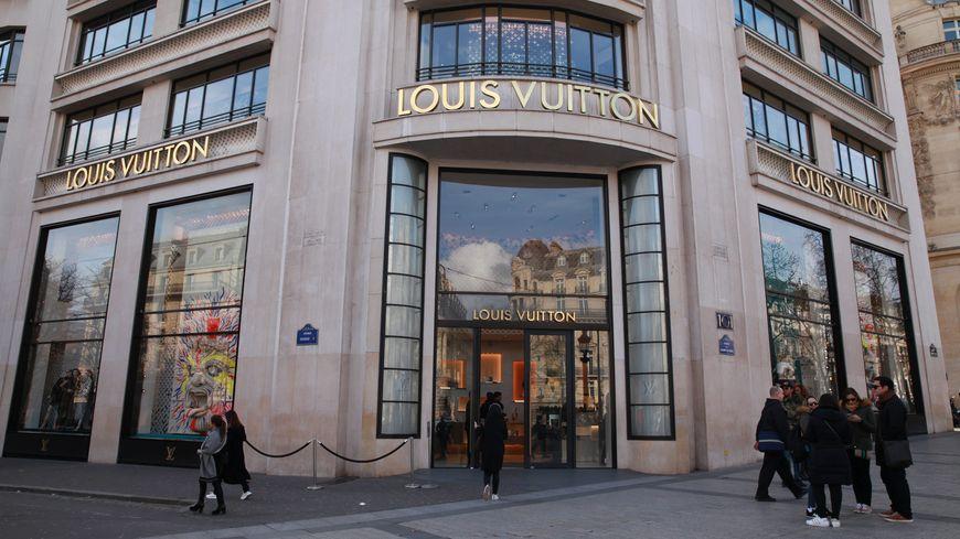 ac2063e6996a6 Paris : braquage à la célèbre boutique Louis Vuitton sur les Champs-Elysées