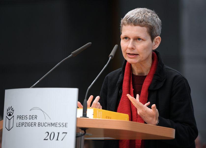 Un prix de la traduction à la Foire de Leipzig (2017), considéré comme un des trois plus importants en Allemagne, aucun au salon Livre Paris
