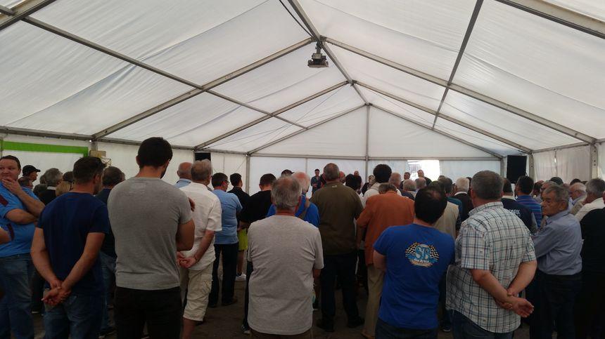 Une cinquantaine de supporters rassemblés mardi soir au stade pour la présentation d'un projet de reprise du CSBJ par un fond de pension.