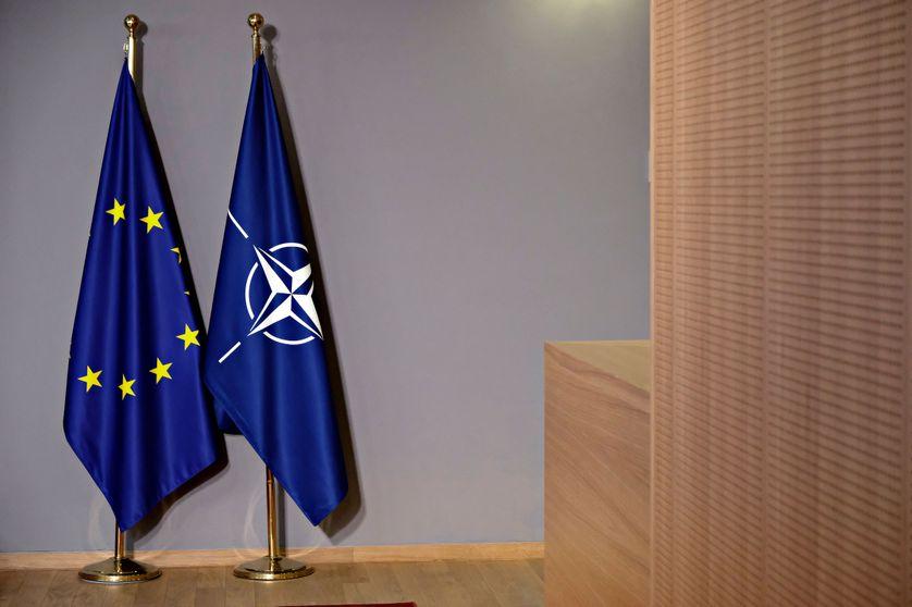 Les drapeaux de l'Union européenne et de l'OTAN. Conseil européen, Bruxelles, 18 mai 2017