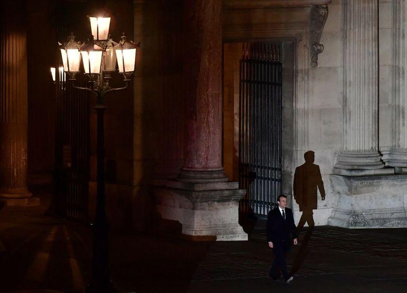 Emmanuel Macron arrivant au Louvre après son élection à la présidence de la République.