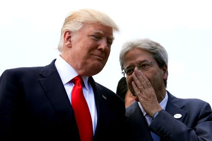 Donald Trump et le Premier ministre italien Paolo Gentiloni lors de la session élargie du G7 à Taormina, en Italie, le 27 mai 2017.