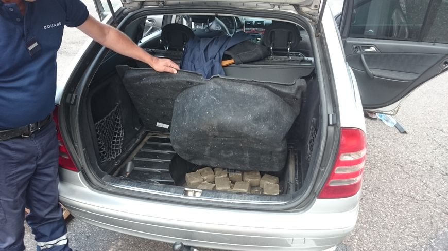 Les douaniers ont découvert de l'héroïne et de la cocaine dans une voiture (photo d'illustration)