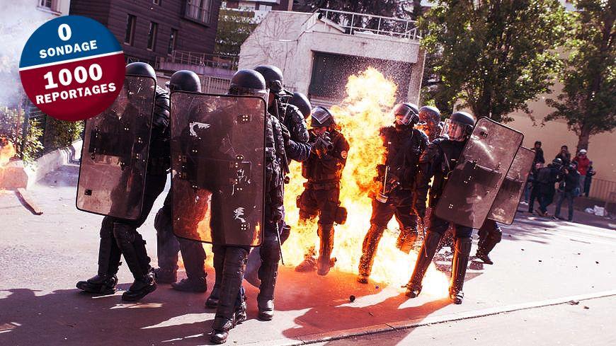Un CRS reçoit un cocktail molotov en marge du traditionnel défilé syndical du 1er mai à Paris.