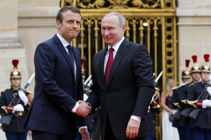 C'est au Château de Versailles, au prétexte d'inaugurer l'exposition « Pierre Le Grand, un tsar en France », qu'Emmanuel Macron a reçu Vladimir Poutine.