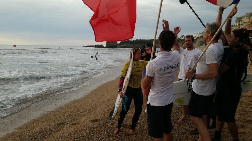 La Française Pauline Ado sacrée championne du monde de surf à Biarritz