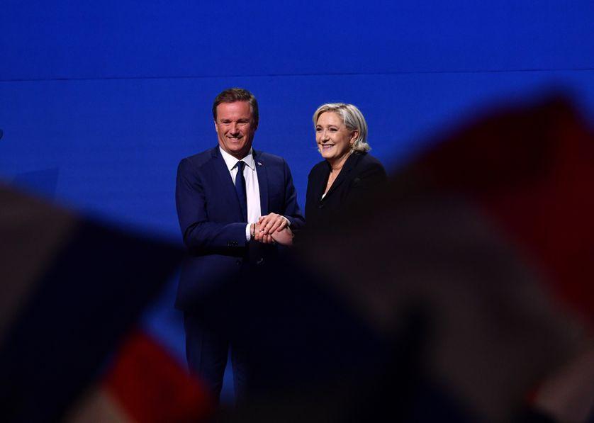 Nicolas Dupont-Aignan et Marine Le Pen, le 1er mai 2017.