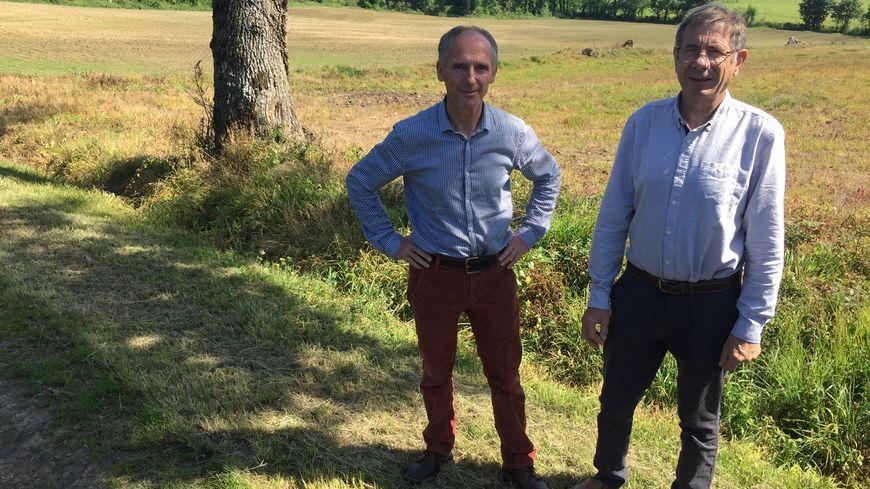 """Dominique Viard (à gauche) et son collègue du collectif """"Alternative Citoyenne""""."""