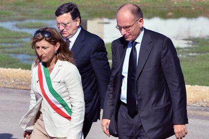 Giuseppina Nicolini en 2013 à Lampedusa avec Jose Manuel Barroso (président de l'Union européenne ) et Enrico Letta (Premier Ministre d'Italie)