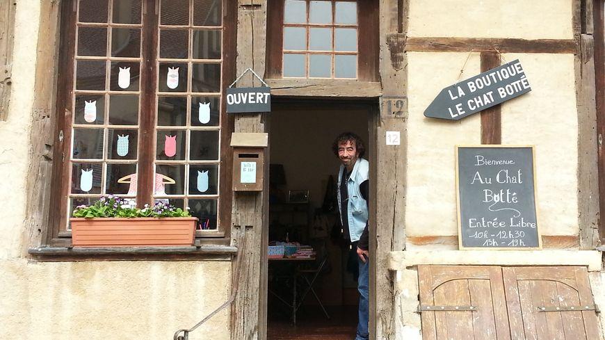 La boutique associative de la Compagnie du chat botté à Noyers-sur-Serein