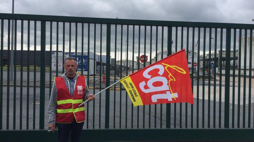 Le blocage à l'initiative de la CGT a commencé à 3 heures ce mardi matin devant le terminal Rubis de Grand-Quevilly