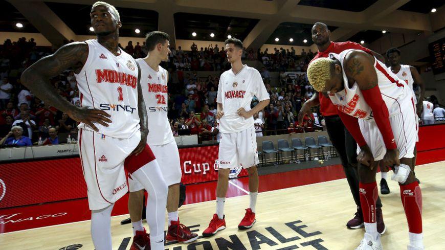 Les basketteurs monégasques ont la tête basse. Ils sont éliminés de la phase finale.
