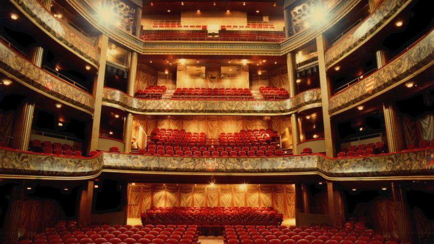 La salle à l'italienne du Théâtre du Capitole a aujourd'hui une jauge de 1 156 places.