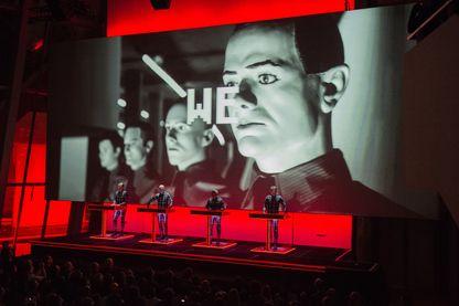 Kraftwerk pendant un concert à la Fondation Louis Vuitton à Paris le  le 6 novembre 2014.