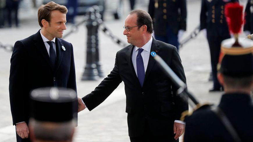 Le président élu, Emmanuel Macron, et son prédécesseur, François Hollande, se sont retrouvés dès le lendemain du second tour de l'élection présidentielle, pour les commémorations du 8 mai.
