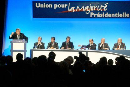 Premier meeting de l'UMP pour les législatives en 2002 avec Jean-Pierre Raffarin (alors Premier ministre), Edouard Balladur, Alain Juppé...