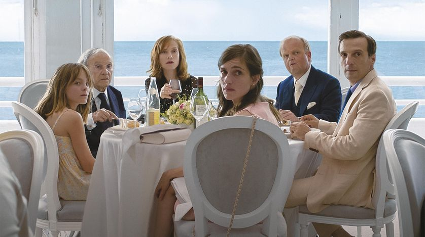 Photo du film Happy End. Fantine Harduin, Isabelle Huppert, Jean-Louis Trintignant, Laura Verlinden, Mathieu Kassovitz
