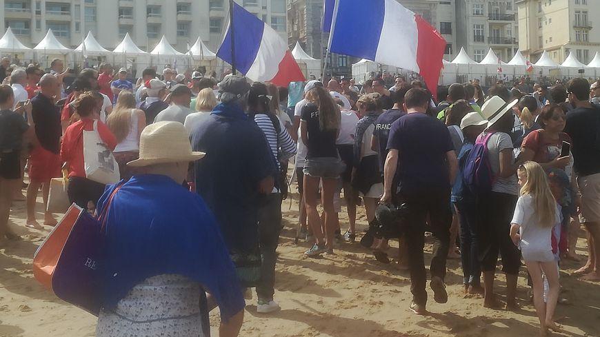 Enormément de monde sur la Grande Plage de Biarritz notamment pour encourager les français aux championnats du monde de sur