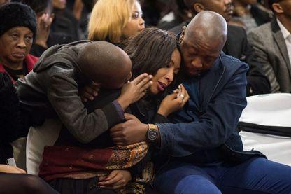Aux obsèques de la jeune Karabo Mokoena, assassinée vraisemblablement par son petit ami, qui est actuellement jugé pour meurtre