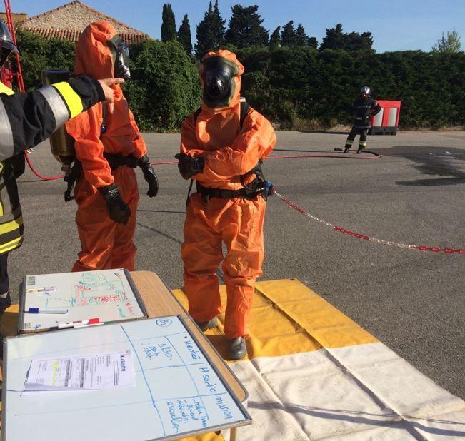 Les pompiers spécialisés dans les risques chimiques étaient sur place.
