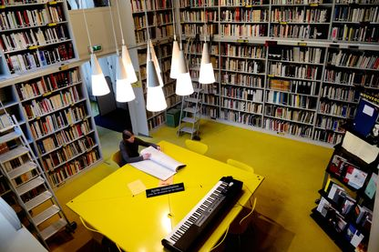 Dans la bibliothèque de l'I.R.C.AM