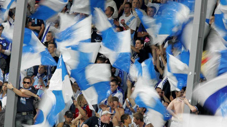 "Les supporters du Racing club de Strasbourg en ""ciel et bleu"""