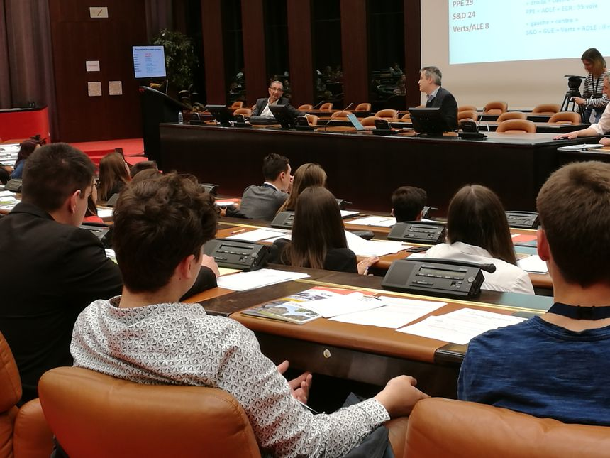 Une assemblée très attentive aux consignes de Lukas Macek, directeur de Science Po Dijon